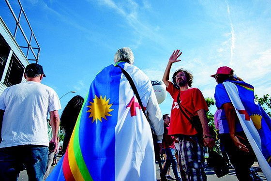ORIGENS  Gente do Nordeste  e do Sudeste de diversos movimentos sociais trabalhava  e se divertia de  forma ordeira;  a polícia não  registrou incidentes (Foto:  Arthur Kolbetz)