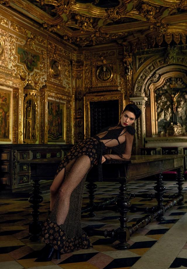 Louis Vuitton: Angelica Erthal usa brincos, Carlos Rodeiro (Foto: Zee Nunes)