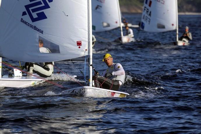 Robert Scheidt está de volta à disputa após segundo lugar nesta terça-feira (Foto: Fred Hoffmann)