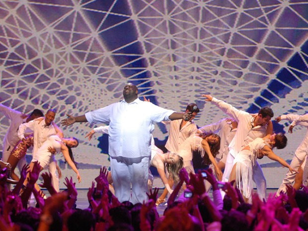 O cantor Péricles é uma das grandes atrações da noite (Foto: Divulgação/TV Globo)