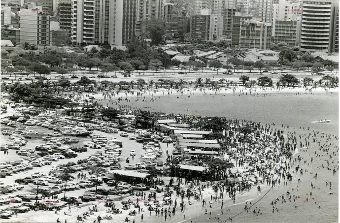 Movimento na praia da Curva da Jurema em 1990 (Foto: Chico Guedes)