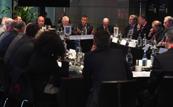 IFAB se reuniu nesta sexta feira em Londres (Foto: Reprodução/Twitter)