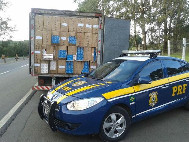 Caminhão foi parado na BR-153, em Porto Vitória (Foto: PRF/ Digulgação)