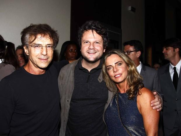 Carlos Alberto Riccelli, Selton Mello e Bruna Lombardi em pré-estreia de filme em São Paulo (Foto: Paduardo/ Ag. News)