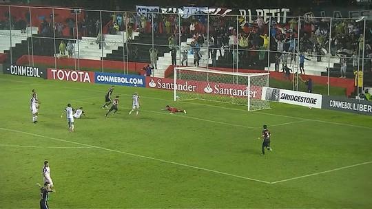 Debaixo de chuva, Atlético-MG joga mal no Paraguai, perde para o Libertad, e coloca liderança da chave em xeque