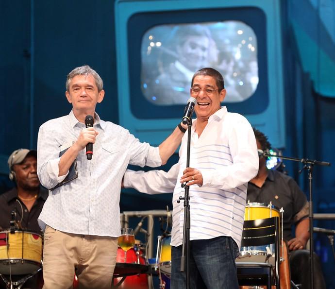 Zeca Pagodinho com Serginho Groisman no 'Altas Horas' (Foto: Carol Caminha/Gshow)
