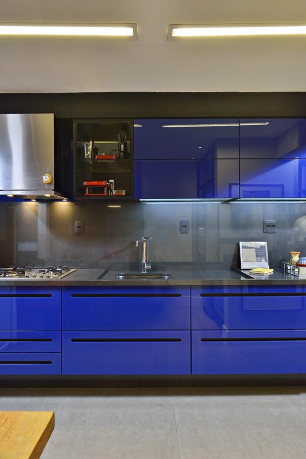 Décor do dia: reflexo azul na cozinha