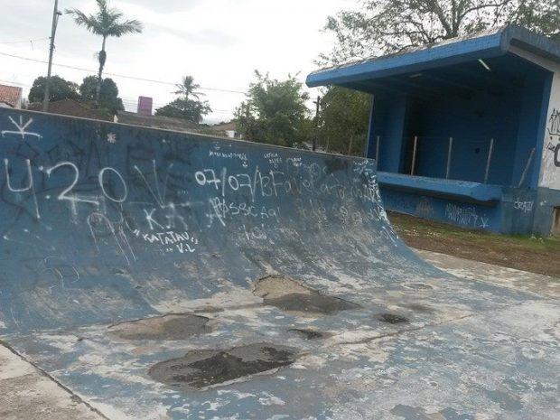 Praça está abandonada de acordo com moradores de Guarujá, SP (Foto: Nivaldo Araujo Rosa / VC no G1)