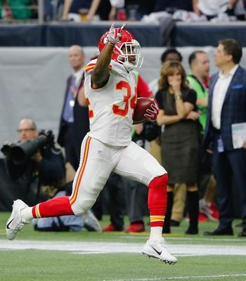 Knile Davis - touchdown retorno 106 jardas Chiefs x Texans - NFL playoffs (Foto: Getty Images)