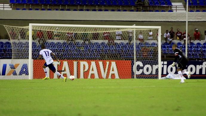 Willians Santana marca o terceiro gol do Bahia contra o CRB (Foto: Ailton Cruz/ Gazeta de Alagoas)