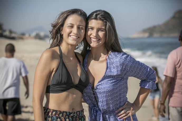 Lara Coutinho e Giulia Costa nos bastidores (Foto: Raphael Dias/Gshow)