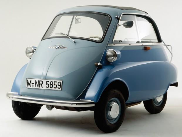 BMW Isetta: marca tinha licença para fabricar carro e acabou comprando toda a linha de montagem da italiana Iso Isetta, que criou o modelo (Foto: Divulgação)