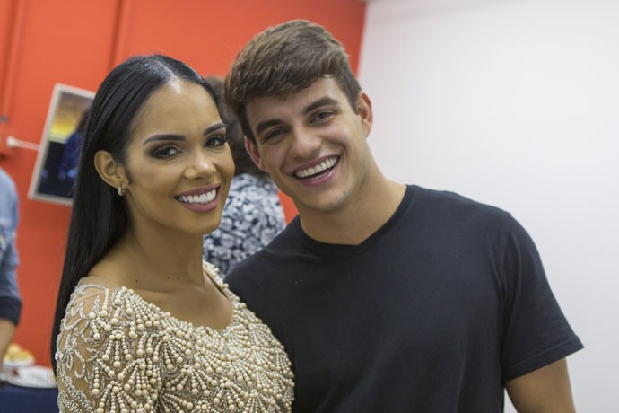 Mayara e Antônio falaram sobre a vitória de Alyson no Gran Hermano VIP (Foto: Artur Menineia/Gshow)