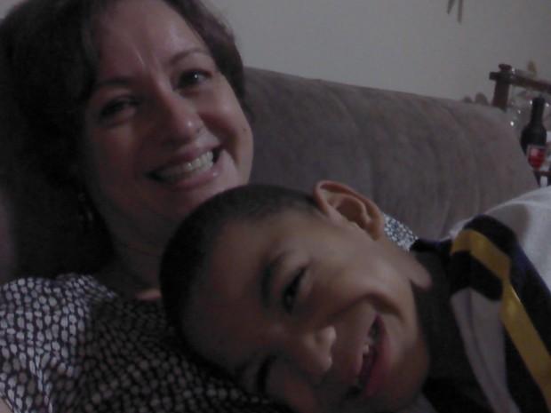 Cristiane e o filho Marcos: paralisia cerebral não foi obstáculo para adoção (Foto: Cristiane Marassi/Arquivo pessoal)