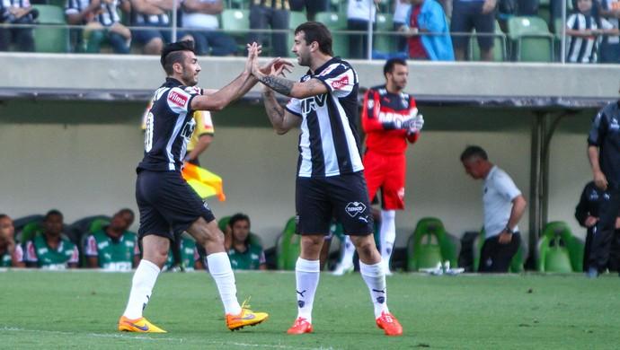 Dátolo e Lucas Pratto, do Atlético-MG (Foto: Bruno Cantini/Flickr do Atlético-MG)