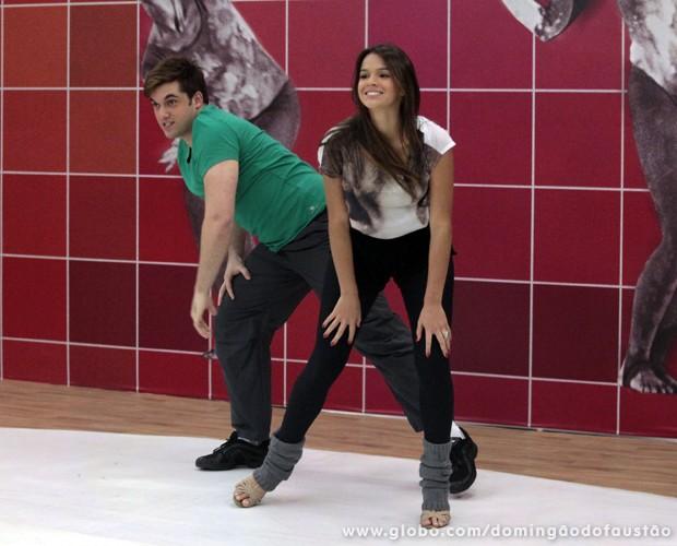 A atriz sabe mesmo requebrar! (Foto: Domingão do Faustão / TV Globo)