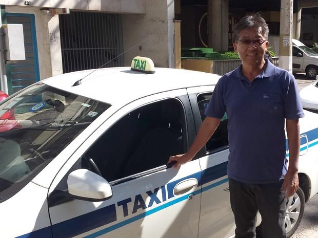 Taxista há 23 anos, Sakamoto sempre buscou trabalhar de forma apresentável (Foto: Murillo Gomes/G1)