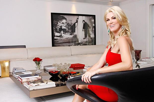 Val Marchiori - Val posa no seu apartamento nos Jardins (Foto: Celso Tavares/EGO)