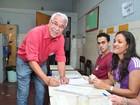 Alexandre Cardoso vota em escola municipal de Duque de Caxias