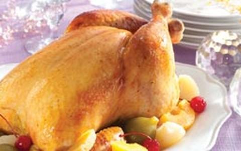 Chester assado com vinho branco, gengibre e caldo de galinha