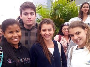 Estudantes comentam a prova da 2ª fase da Unicamp na Unip em Campinas (Foto: Luciano Calafiori/G1 )