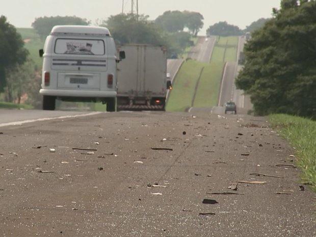 Acidente foi neste trecho da Rodovia Washington Luís (Foto: Reprodução/TV TEM)