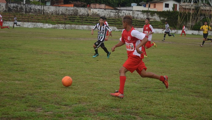 Internacional x São Raimundo, campeonato santareno sub-17 (Foto: Gustavo Campos/GloboEsporte.com)