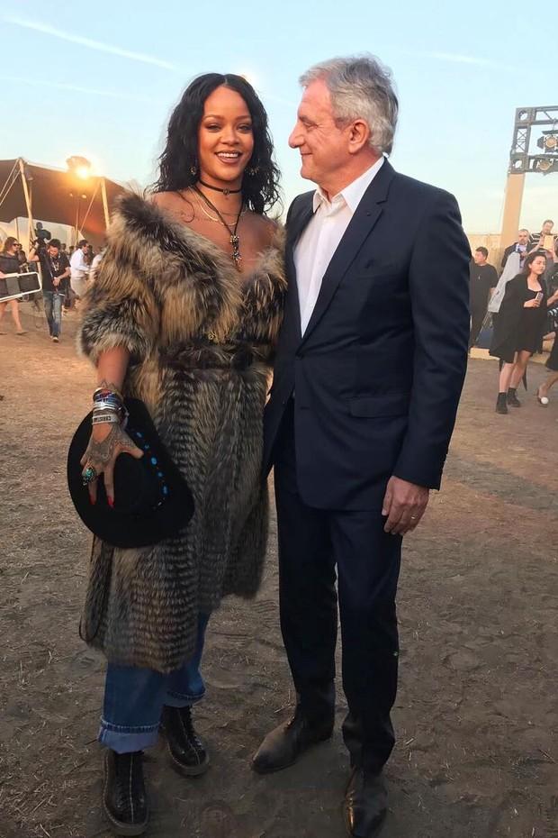 Rihanna e Sidney Toledano, CEO da Dior (Foto: Bruno Astuto)