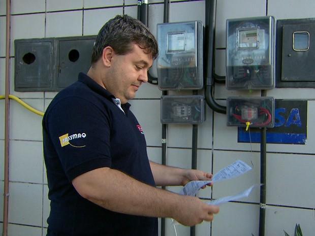 Através da energia solar, empresário Fábio Lucena conseguiu diminuir conta de energia do posto de combustível que possui (Foto: Reprodução/TV Globo)