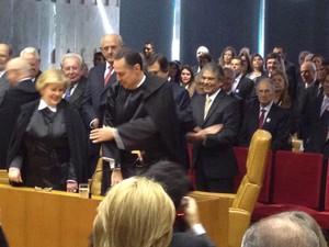 Roberto Barroso assume sua cadeira no plenário do STF (Foto: Mariana Oliveira/G1)