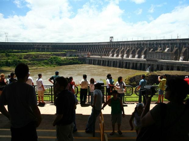 Direção aumento o número de ônibus para atender os turistas (Foto: Itaipu Binacional/ Divulgação)