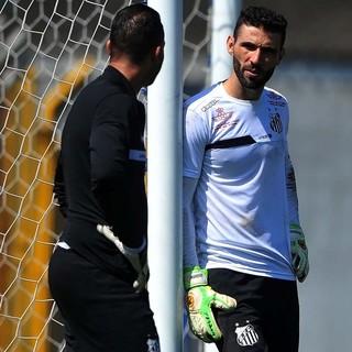 Pratas da casa ameaçam volta de ídolo e de reforço à equipe titular do Santos