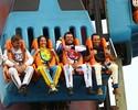 Corajosos nas pistas, pilotos voltam a ser crianças no parque de diversões