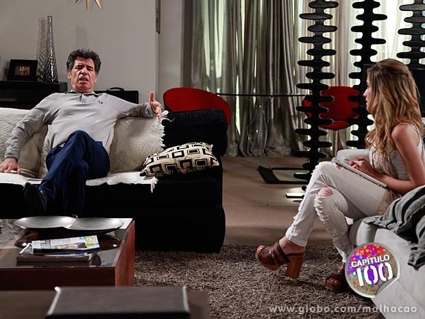 Sofia insiste para que Caetano arrume alguma coisa para Hernandez fazer (Foto: Ellen Soares / Malhação)