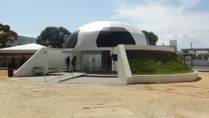 Memorial Rainha Marta foi construído dentro do Estádio Rei Pelé (Foto: Denison Roma / GloboEsporte.com)