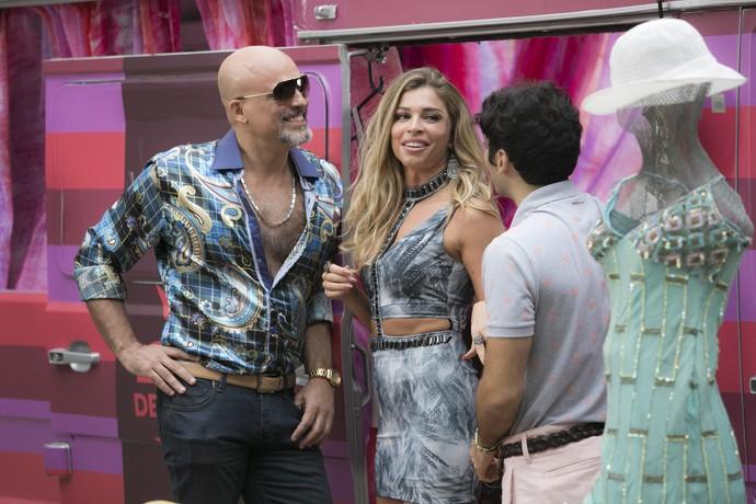 Claudionor quer vender as roupas de Luciane em suas lojas (Foto: Raphael Dias/Gshow)