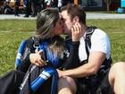 Mayra Cardi faz pedido de casamento para o noivo em salto de paraquedas