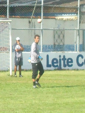 Goleiro Cristiano, da URT (Foto: Gullit Pacielle)