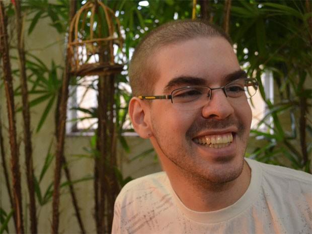 Alexandre superou dificuldades com câncer e passou no vestibular da Fuvest (Foto: Rodolfo Tiengo/G1)