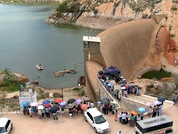 Açude Gargalheiras, em Acari, está com pior nível de água de sua história (Foto: Reprodução/Inter TV Cabugi)