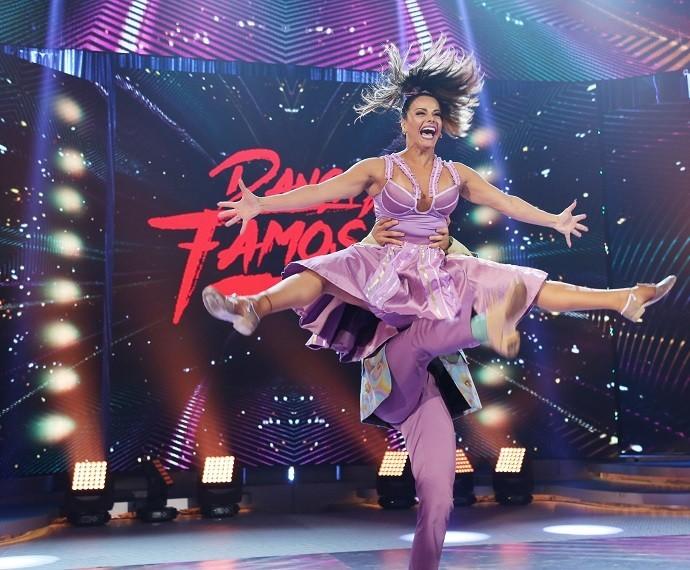 Para quem duvida que Viviane Araújo se divertiu no 'Dança', essa é a prova! (Foto: Carol Caminha/Gshow)