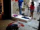 Bandidos quebram vitrine de loja e furtam peças de roupas em Ipaba