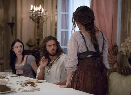 Elvira encontra Joaquim e comemora: 'Meu amor, meu marido!'