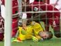 Goleiro da seleção alemã perde memória ao levar bolada em jogo