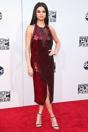 Selena Gomez em prêmio de música em Los Angeles, nos Estados Unidos (Foto: Jason Merritt/ Getty Images/ AFP)