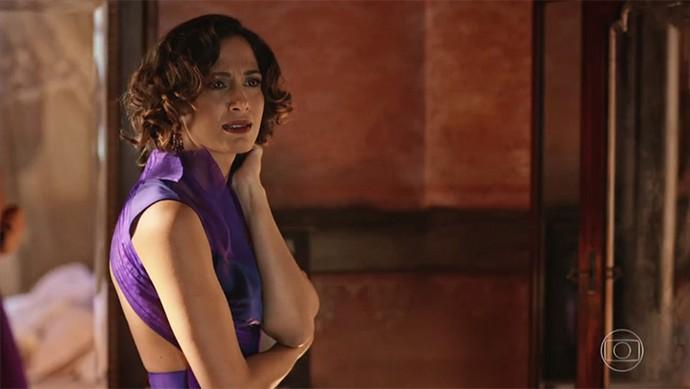 Tereza fica espantada com reação do marido! (Foto: TV Globo)