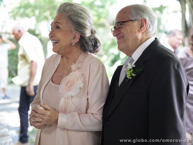 Nathália Timberg e Ary Fontoura elegantérrimos momentos antes da gravação (Foto: Pedro Curi/TV Globo)