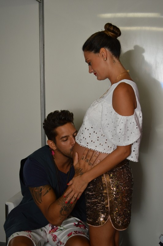 Felipe Pezzoni era só carinho com a esposa Rossana (Foto: Felipe Souto Maior/ Divulgação)