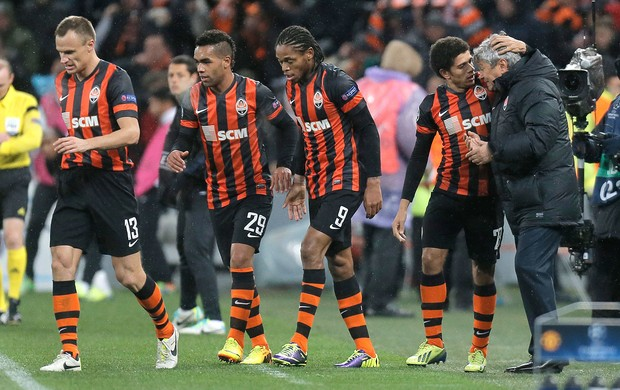 Taison comemora gol do Shakhtar contra o Manchester United (Foto: AP)