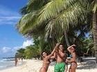 Herdeiros de Romário posam em praia paradisíaca